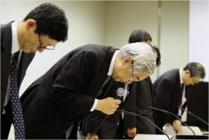 TEPCO executives bow in apology