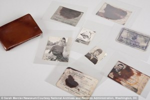 Contents of Oswald's wallet.