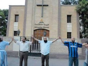 Egyptian Muslims shield Adventist Church after attack by extremists.