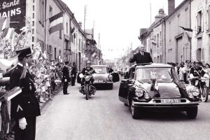 President Charles de Gaulle Motorcade. Photo credit: Gnotype / Wikimedia (CC BY-SA 3.0)