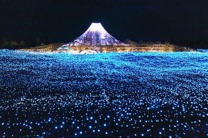 Cities throughout Japan hold festivals of lights known a Winter Illuminations. These events occur from October to February. The tradition started as a memorial to the victims of the 1995 Kobe earthquake with the Kobe Luminarie. About this photo: Nabano no Sato winter illuminations, Island of Nagashima, in Kuwana, Mie Japan. Photo Credit: おにく / Wikimedia (CC BY-SA 3.0)