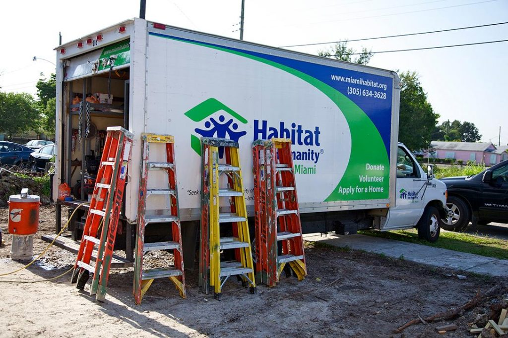 Habitat For Humanity truck. Photo credit: EL Gringo / Flickr (CC BY-NC-ND 2.0)