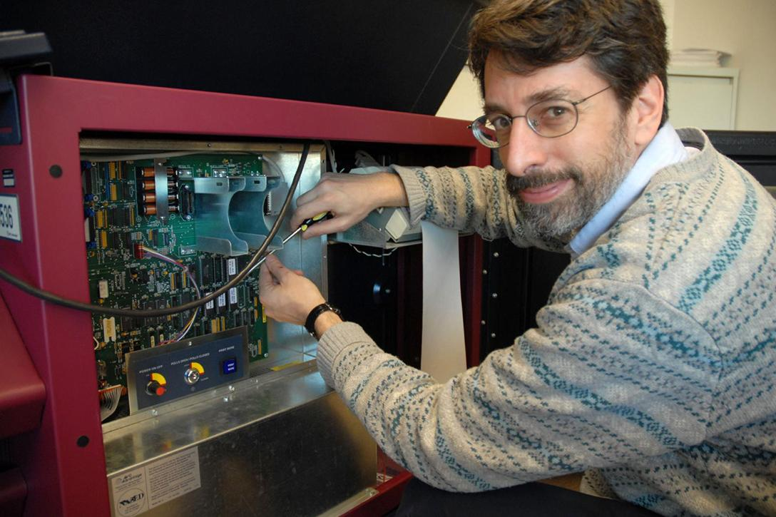 Andrew Appel and a Sequoia AVC Advantage voting machine.Photo credit: Andrew Appel / Princeton