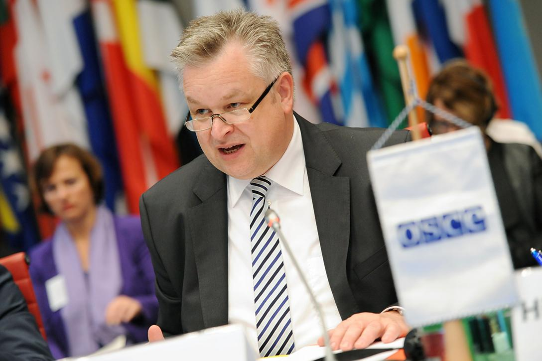 OSCE/ODIHR Director Michael Georg Link, speaking at the Supplementary Human Dimension Meeting on OSCE Contribution to the Protection of National Minorities, in Vienna, October 29, 2015.Photo credit: Micky Amon-Kröll / OSCE (CC BY-ND 4.0)
