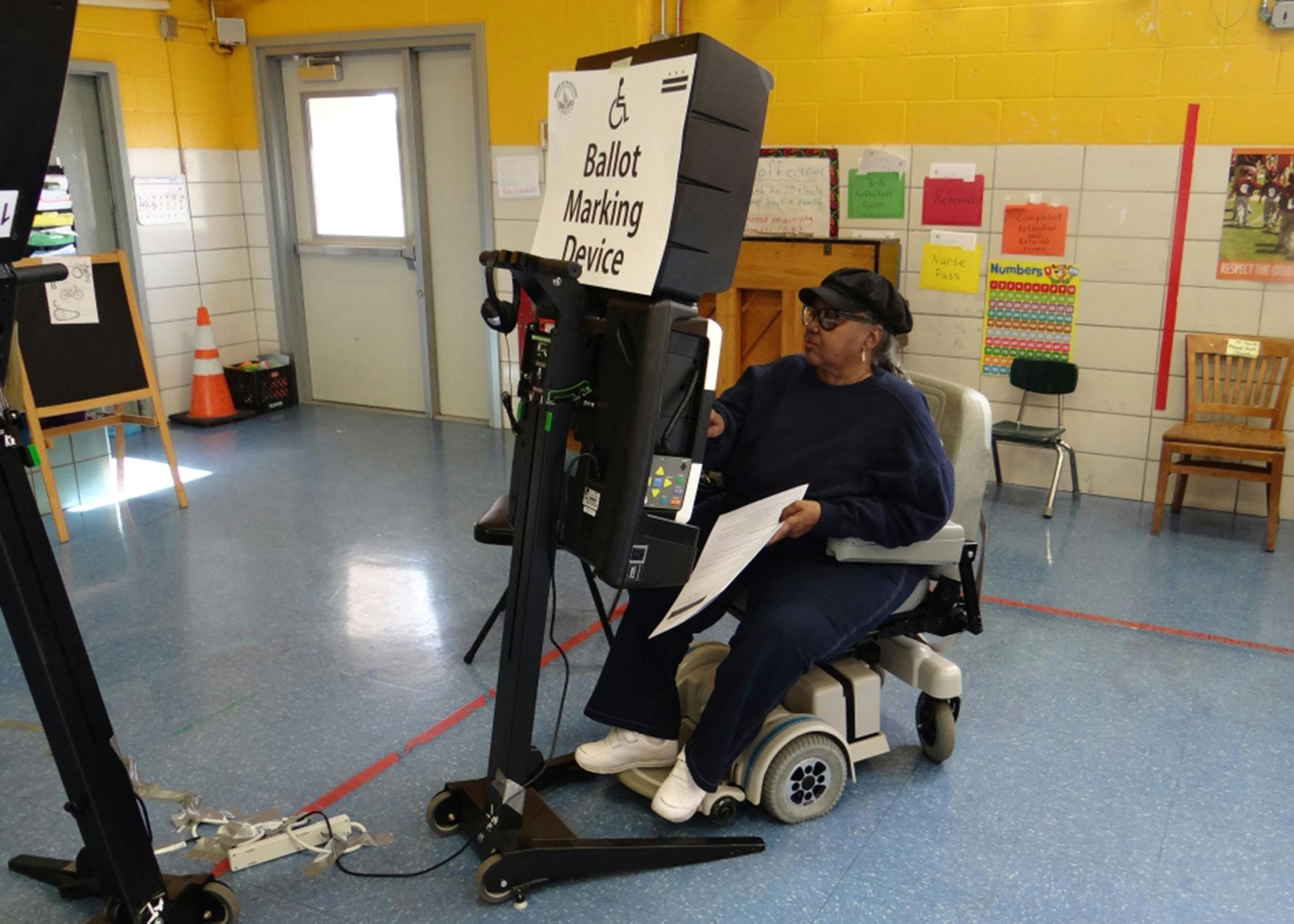 A voter making her choice at a polling station in Washington D.C. during the general elections, November 8, 2016.Photo credit: Thomas Rymer / OSCE (CC BY-ND 4.0)