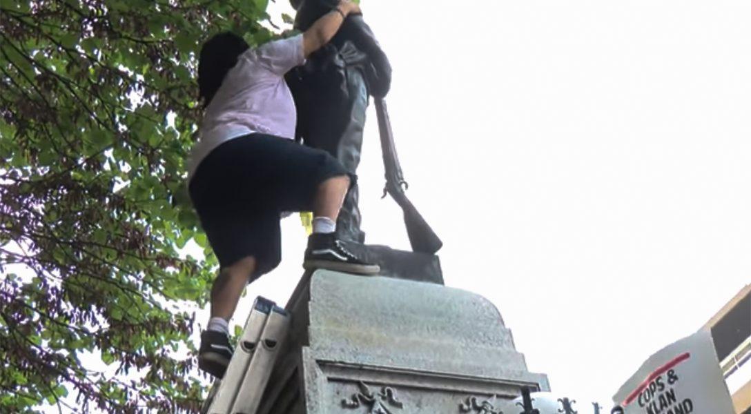 Protesters, Durham, Confederate statue