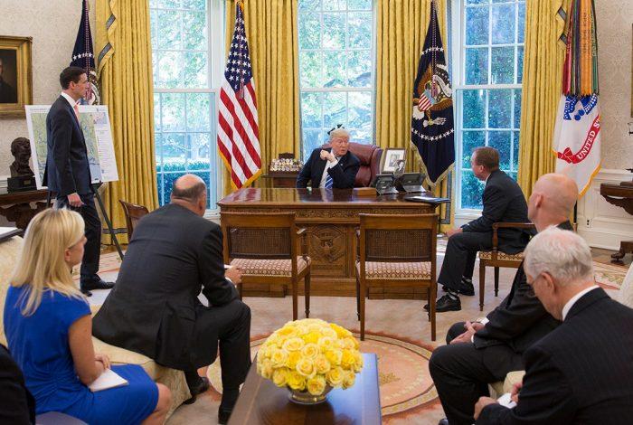 Donald Trump, Oval Office