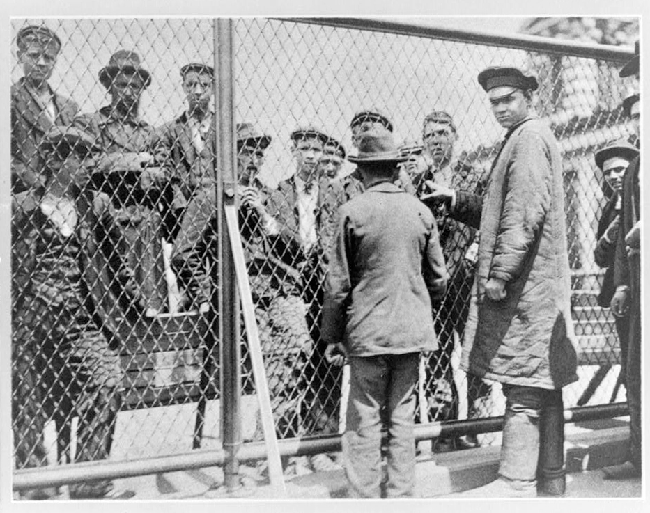 immigrants, detention pen