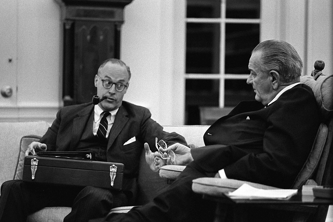 Lyndon Johnson, Robert Komer