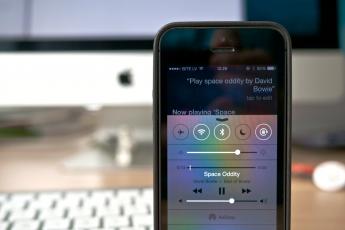 Apple, Siri, listening