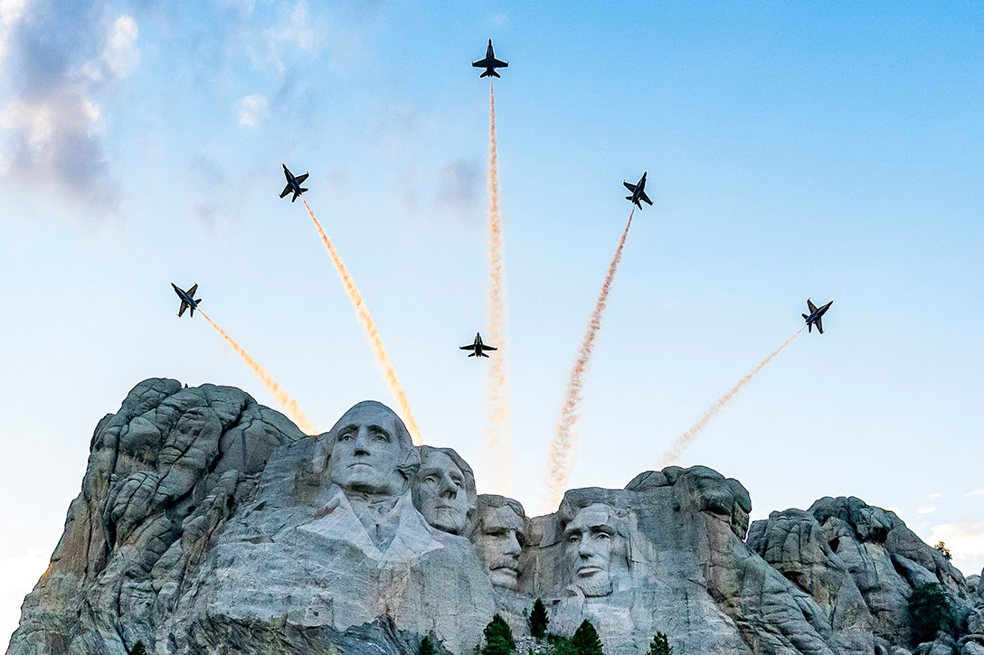 Donald Trump, Mount Rushmore, aerial review
