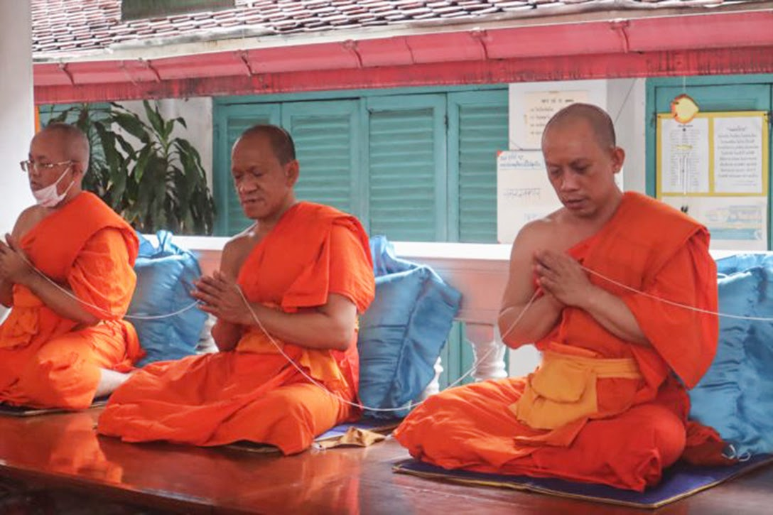Thai monks, Wat Arun