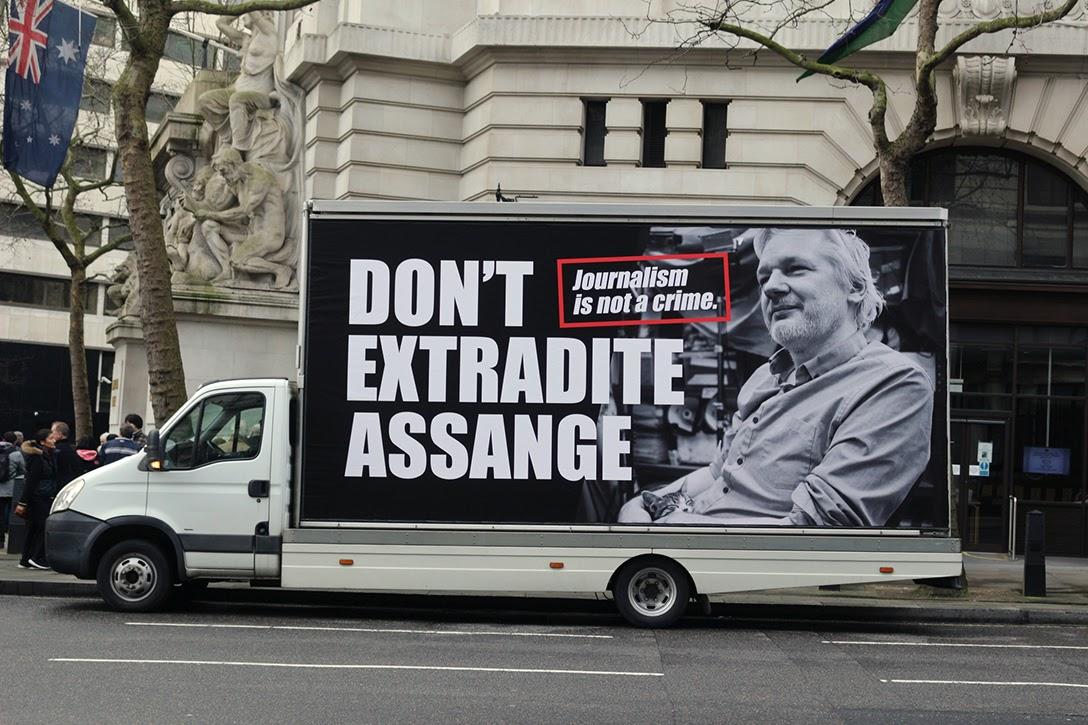 Don't extradite Assange, Truck