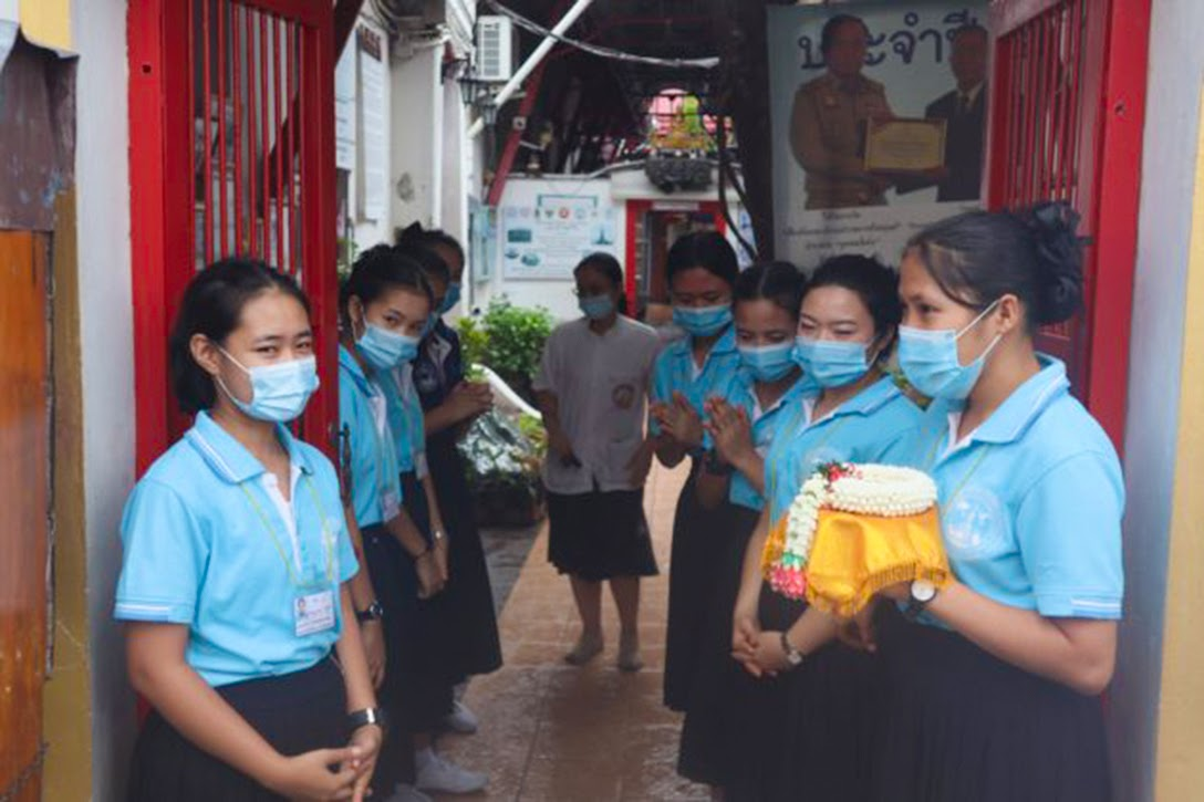 nurse, Wat Arun centre