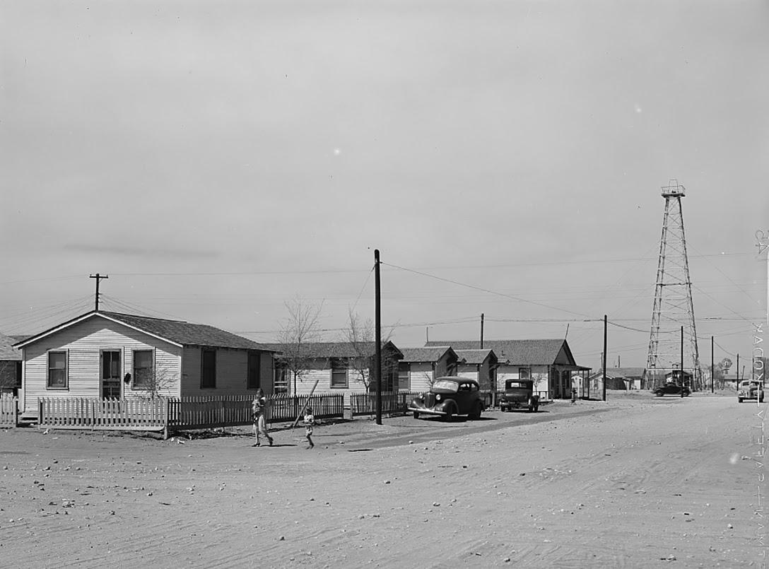 Oil field, worker housing, Hobb