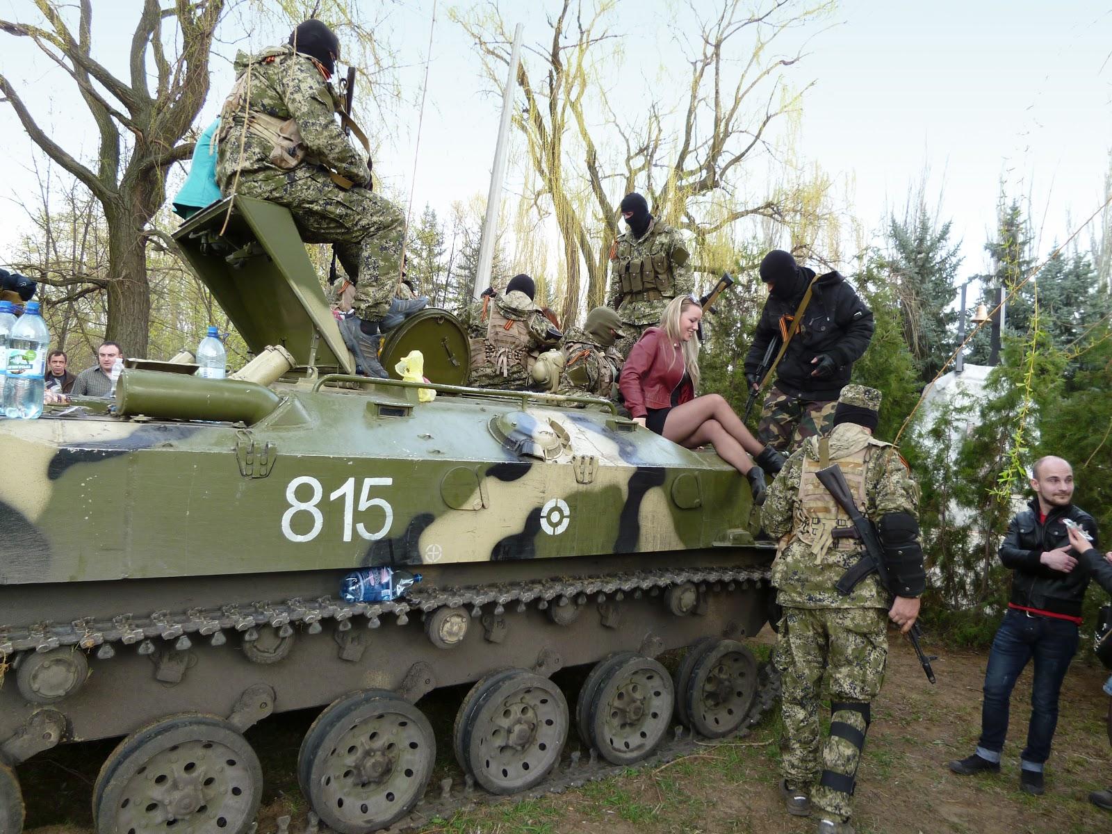 Pro-Russian separatists, Ukrainian tank
