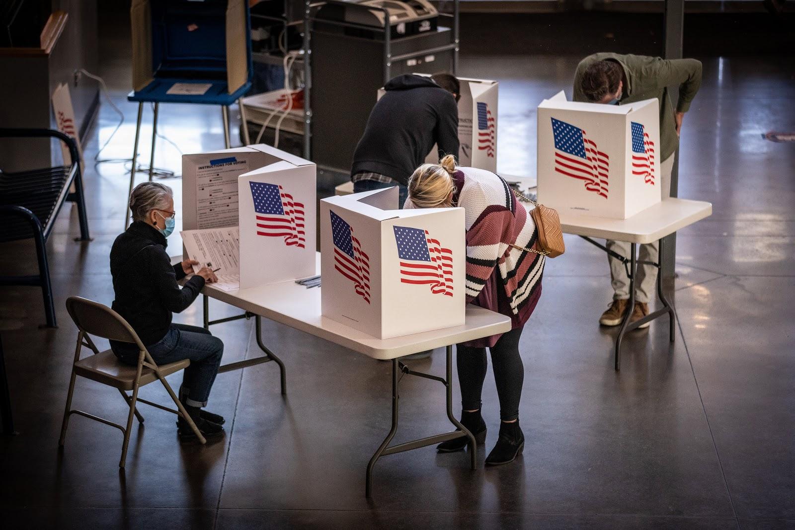 Voters, Des Moines, Iowa
