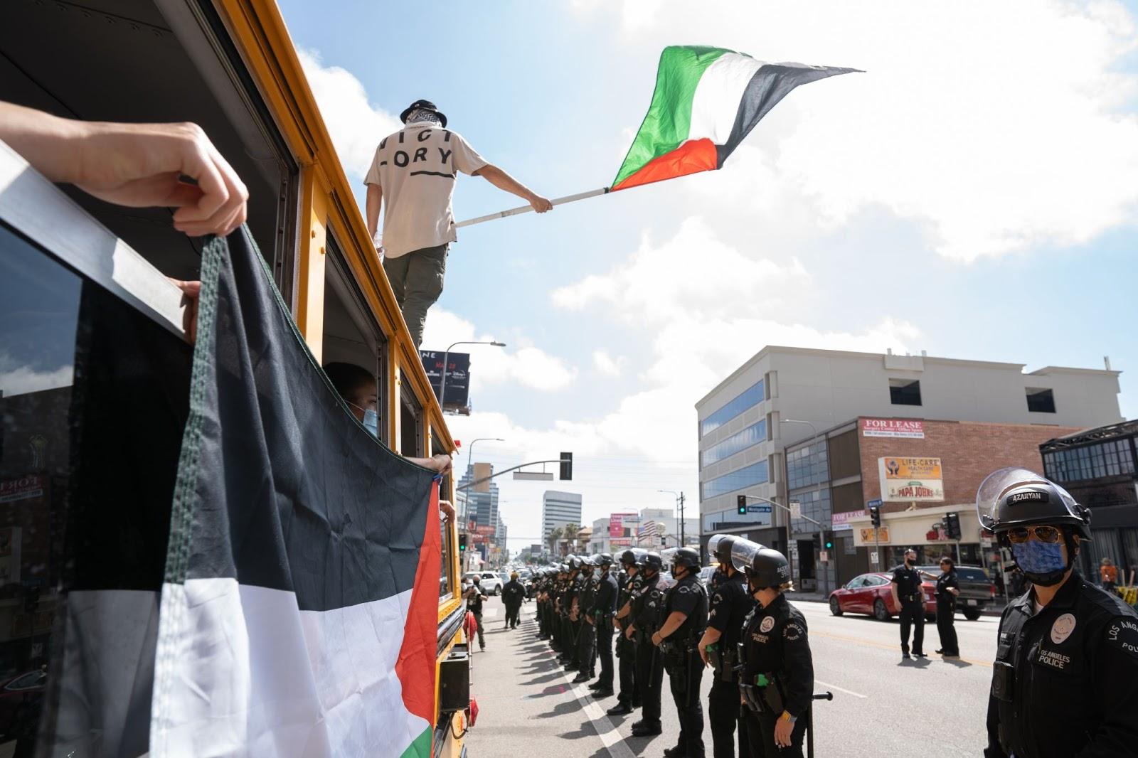 Free Palestine bus