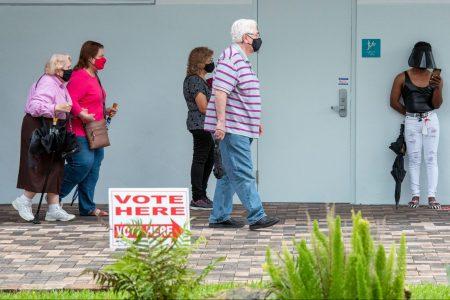 Seniors, vote, Hollywood, FL, 2020