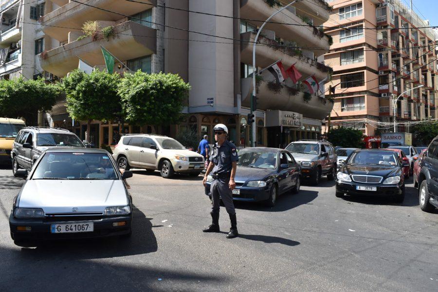 traffic cop, Lebanon, Long lines, gas
