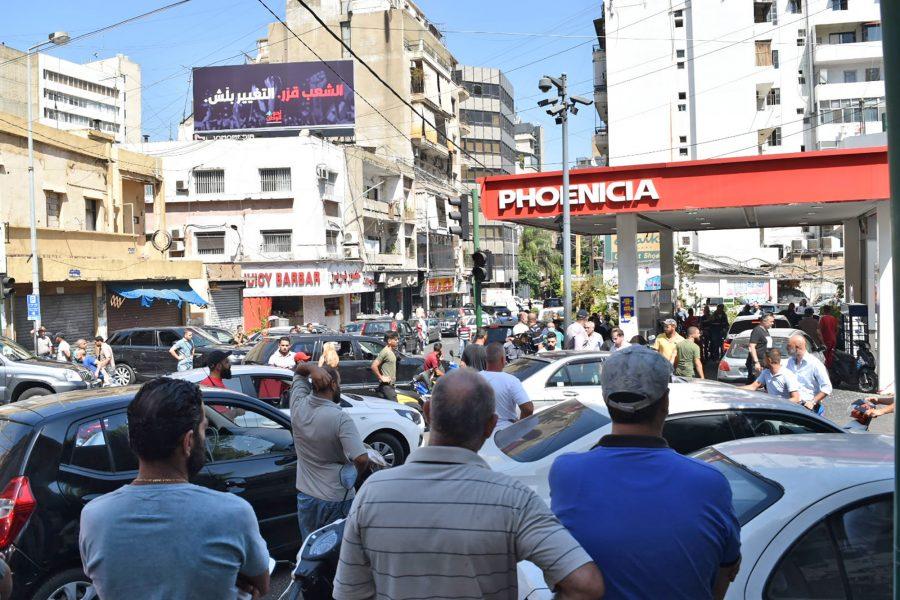 Onlookers, fuel shortage, Beirut, Lebanon